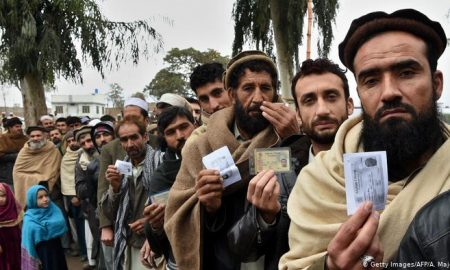 Qureshi says Pakistan can't bear burden of Afghan refugees