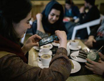 افغان خواتین پریشانی کاشکار