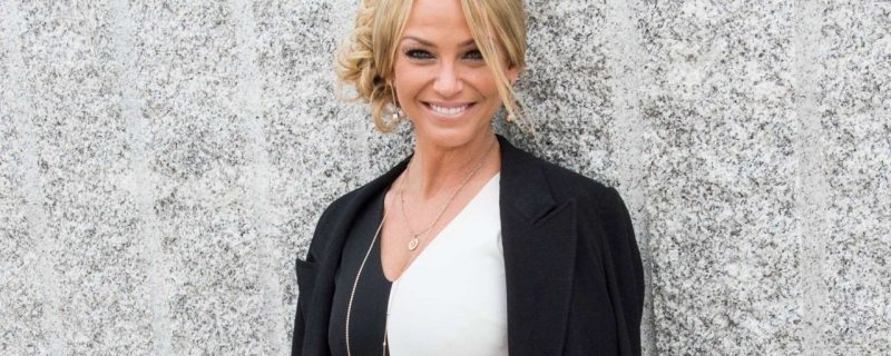 British singer Sarah Harding has died of cancer at the age of 39